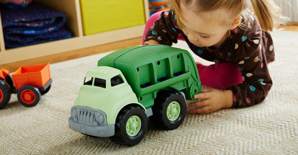برای کودک خود چه اسباب بازی و عروسکی بخریم؟